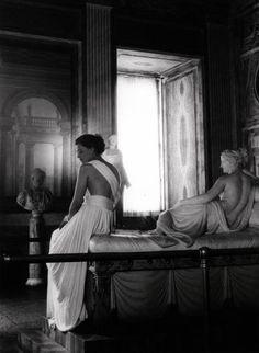 Canova's sculpture of Pauline Bonaparte Borghese come to life, wearing a white fox cape by Balzani - 1947 - Galleria Borghese - Photo by Pasquale de Antonis