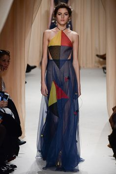 Women's Outfits : See the Valentino spring/summer 2015 couture collection Fashion Colours, Colorful Fashion, Modern Fashion, High Fashion, Net Fashion, Runway Fashion, Fashion Week, Fashion Show, Fashion Outfits