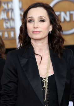 Kristin Scott Thomas Photos Photos - Actress Kristin Scott Thomas arrives at the 15th Annual Screen Actors Guild Awards held at the Shrine Auditorium on January 25, 2009 in Los Angeles, California.  (Photo by Alberto E. Rodriguez/Getty Images) * Local Caption * Kristin Scott Thomas - 15th Annual Screen Actors Guild Awards - Arrivals