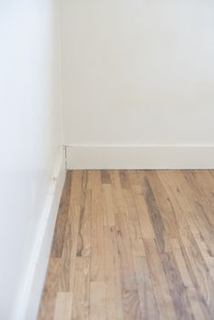 How to Refinish Hardwood Floors Like a Pro Do your floors need refinished? I'm sharing an extremely detailed tutorial of how to refinish hardwood floors like a pro! Reclaimed Hardwood Flooring, Types Of Hardwood Floors, Refinishing Hardwood Floors, Diy Flooring, Stone Flooring, Cherry Wood Floors, Renovation Budget, Home Remodeling Diy, Floor Finishes