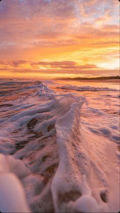 Beach Sunset Wallpaper, Scenery Wallpaper, Wallpaper Backgrounds, Aesthetic Backgrounds, Aesthetic Iphone Wallpaper, Aesthetic Wallpapers, Beach Aesthetic, Travel Aesthetic, Sunset Pictures