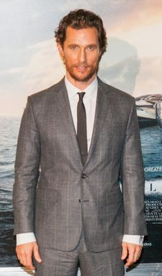 Matthew McConaughey – Karo-Suit in Grau + Business-Hemd + schmale Krawatte