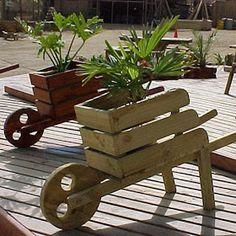 Cheap And Easy DIY Garden Ideas Everyone Can Do 34 diy easy garden ideas Diy Pallet Projects, Outdoor Projects, Garden Projects, Key Projects, Pallet Ideas, Outdoor Decor, Craft Projects, Woodworking Projects That Sell, Woodworking Crafts