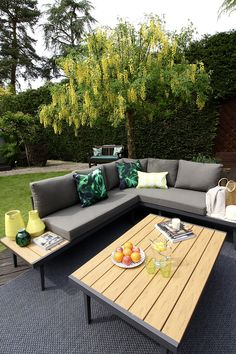 Garden update with Danetti's outdoor furniture range | Palermo corner bench and coffee table review #garden #styling