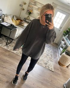 Shop Your Screenshots™ with LIKEtoKNOW.it, a shopping discovery app that allows you to instantly shop your favorite influencer pics across social media and the mobile web. Uni Outfits, Cute Lazy Outfits, Basic Outfits, Casual Winter Outfits, Everyday Outfits, Fashion Outfits, Girl Outfits, Stylish Outfits, Glasses Outfit