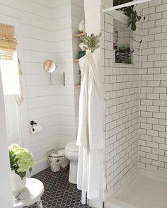 Beautiful farmhouse bathroom remodel decor ideas (18)