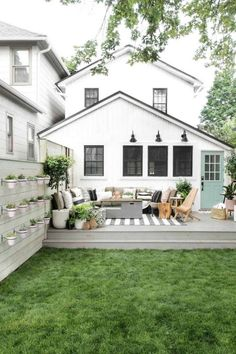 Patio Furniture Layout for a Large Deck Backyard makeover via I Spy DIY>L How to figure out patio furniture layout in a space. Here's my favorite outdoor furniture and the best way to set it up on your deck or in your backyard