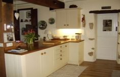 French B with an rustic english kitchen - Avilon