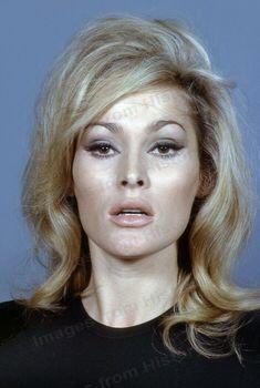 Ursula Andress - actress and sex symbol, Bond Girl Jeanne Moreau, Divas, Winter Beauty Tips, Beauty Makeup, Hair Makeup, Ursula Andress, Bond Girls, Portraits, Casino Royale