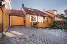 FINN – Tangerud/Gamle Stovner - Meget pen kjedet enebolig med solrik og barnevennlig beliggenhet på markagrensen - Garasje