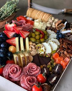 Charcuterie Recipes, Charcuterie And Cheese Board, Charcuterie Platter, Antipasto Platter, Cheese Boards, Party Food Platters, Cheese Platters, Party Food Buffet, Holiday Appetizers