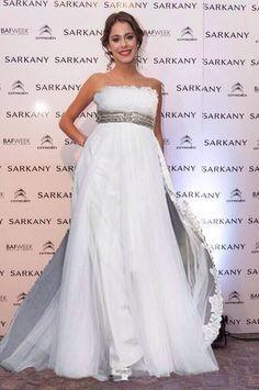 Violetta in witte jurk