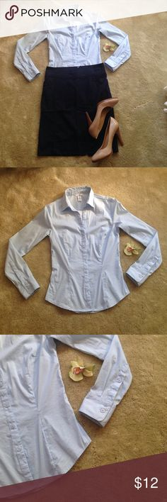 H&M perfect pale blue work blouse A fit and flare fitted blouse from H&M. In new condition! The perfect work blouse that goes with everything. Color is pale blue. Size 4. (navy blue H&M pencil skirt sold under separate listing) H&M Tops Button Down Shirts