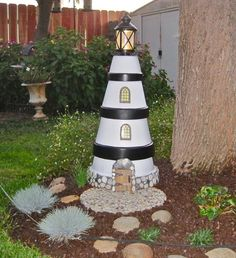 Looking for a simple project to decorate your yard? Why not make this DIY clay pot lighthouse? This quick project is very easy to do and would only takea couple