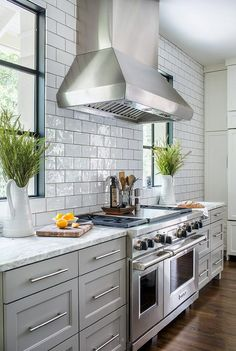 White glazed kitchen tiles with gray grout