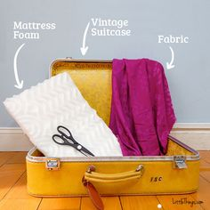 Our pets are like our family, so why not treat your four-legged friend to a custom, one-of-a-kind bed by re-purposing a vintage suitcase in just a few easy steps. This is a simple project that your dog. Crate Bed, Dog Furniture, Furniture Vintage, Diy Dog Bed, Miniature Dogs, Dog Rooms, Vintage Suitcases, Aggressive Dog, Pet Beds