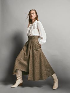 Women´s Coats & Jackets at Massimo Dutti online. Enter now and view our Spring Summer 2019 Coats & Jackets collection. Skirt Fashion, Hijab Fashion, Fashion Outfits, Womens Fashion, Ankara Fashion, Hijab Stile, Iranian Women Fashion, Mode Outfits, Contemporary Fashion