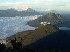 Mount Mgahinga im Uganda Reiseführer http://www.abenteurer.net/3340-uganda-reisefuehrer/