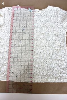 We often hear that new sewists are intimidated by drawing their own patterns, so we were thrilled to see Katy from Sweet Verbana made a fantastically easy Make Your Own Pattern Tutorial that everyo… Sewing Lessons, Sewing Hacks, Sewing Tutorials, Sewing Tips, Sewing Ideas, Craft Patterns, Sewing Patterns Free, Dress Patterns, Shirt Patterns