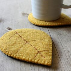 Lovely felt coasters....I just MUST find this gold coloured felt and make some for gifts in the fall....