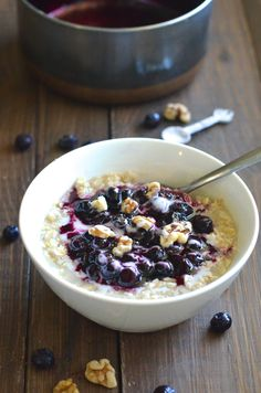 Healthy Blueberry Oatmeal! Done in just 10 minutes and so delicious!  Try for kids' breakfast~