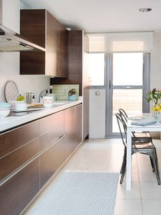 Spacious and bright apartment in Madrid with Nordic style decor Madrid, Kitchen Sets, New Kitchen, Style Tiles, Modern Scandinavian Interior, Scandinavian Architecture, Bright Apartment, Kitchen Cabinet Design, Cuisines Design