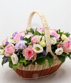 """Корзина цветов """"Акварель"""" с розой, эустомой"""