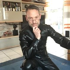 Dressing up for a special occasion - photoshooting of the new latexline-collection nö Latex Pants, Latex Suit, Latex Men, Business Outfit, Suit And Tie, Skin Tight, Black Is Beautiful, Mens Suits, Sexy Men