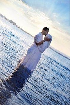 ♡ #seaofhearts #muslim #islam Ini kalo kita punya duit ya Bang.. kita ke pulau ya.. trus bikin poto kayak gini nih... cuppp.. ❤❤❤❤