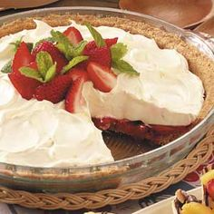No-Bake Strawberry Cheesecake Pie Strawberry Dip, Strawberry Cheesecake, Strawberry Shortcake, Cheesecake Pie, Cheesecake Recipes, Pie Recipes, Cheese Pie Recipe, Cheese Pies, Sweets Recipes
