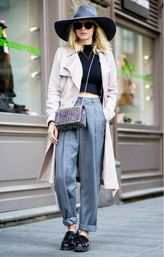 Oversized hat + neutral coat + gray trousers and a printed cross-body bag