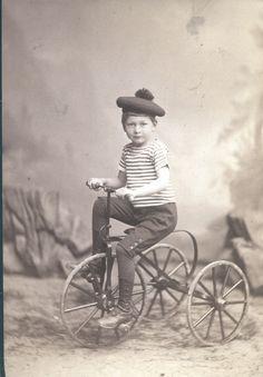 """""""FÜR IMMER JUNG – Kinderporträts aus der Sammlung Frank"""", Photomuseum Bad Ischl Photo: Hildo von Perckhammer, Junge auf Fahrrad, (Boy on bike) ca. 1900, Albumin, Sammlung Frank, Landesgalerie Linz /  cr: Oberösterreichische Landesmuseen Photo Museum, See Photo, Bad, Cowboy Hats, Bicycle, Guys, Bike, Bicycle Kick, Bicycles"""