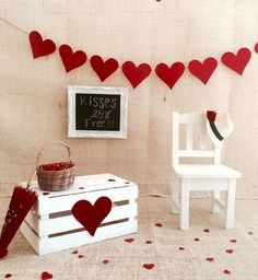 25 DIY Wooden Decorating Ideas for Valentine Days - San Valentino Idee Valentine Mini Session, Valentine Picture, Valentines Day Pictures, Valentines Photo Booth, Romantic Valentines Day Ideas, Diy Valentine's Day Decorations, Valentines Day Decorations, Valentine Day Crafts, Homemade Decorations