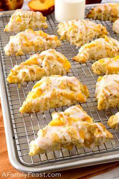 Peach Scones, Cream Scones, Breakfast Recipes, Dessert Recipes, Scone Recipes, Bread Recipes, Breakfast Ideas, Breakfast Scones, Second Breakfast