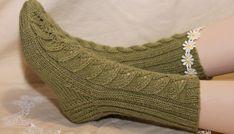 Tuomikki - Ilmainen neuleohje villasukkiin! Wool Socks, Knitting Socks, Designer Socks, Leg Warmers, Fingerless Gloves, Ravelry, Knit Crochet, Pattern, Diy