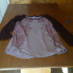 Tshirt American Eagle 3/4 sleeve tshirt. Excellent condition. Remember all prices are negotiable. American Eagle Outfitters Tops