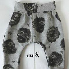 Super adorable, unique college-fleece pants size EU only one piece available! Fleece Pants, Toddlers, College, One Piece, Unique, Clothes, Self, Young Children, Outfits