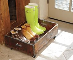 great boot box... could make from pallets   @Niamh Kavanagh lol