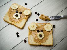 Sándwichoso de Chocolate, Plátano y Crema de Cacahuate | Este sándwich no sólo es lindísimo y perfecto para el lunch de los niños, además es súper nutritivo. La combinación de ingredientes llenarán de energía a tus hijos para ir a la escuela.