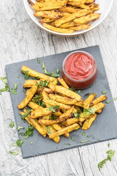 It's so easy to make perfectly Crispy, Baked Curry Fries at home! Only 35 minutes to a big bowl of Healthy, Crispy & addicting Curry-flavored French Fries! Vegan Finger Foods, Healthy Vegan Snacks, Healthy Cooking, Healthy Eating, Raw Food Recipes, Veggie Recipes, Cooking Recipes, Healthy Recipes, Sweet Potato Carrot Soup