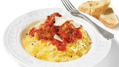 Courge spaghetti, sauce marinara et boulettes de viande