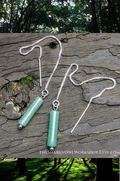 Simple and natural: Sterling silver threader earrings finished with a delicate tube of green aventurine. The green aventurine tubes have been hand selected to match. Aventurine is a form of quartz, and the beauty of its translucent green color is second Minimalist Earrings, Minimalist Jewelry, Gifts For Your Sister, Gemstone Earrings, Dangle Earrings, Green Aventurine, Handcrafted Jewelry, Natural Stones, Quartz