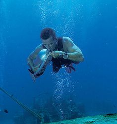 Solo diving: yay or nay?