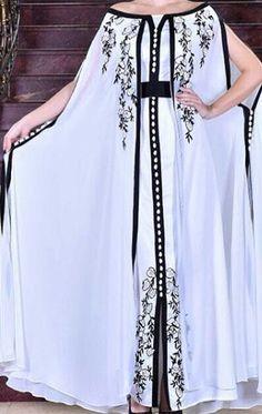 Caftan Morrocco Jellaba Caftan D'or Pakistani Dresses, Indian Dresses, Abaya Fashion, Fashion Dresses, Mode Abaya, Arabic Dress, Moroccan Dress, Caftan Dress, Gowns Of Elegance