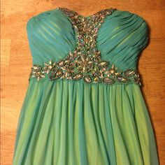 Way-in Prom dress Way-In blue prom dress with green underlays. Worn once, minor pulls & marks at the bottom. Excellent condition. Way-in  Dresses