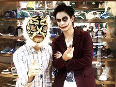 【大阪店】 2013年10月26日 もうすぐハロウィーーーーーーンということでご友人のお買い物中にパシャリ。タイガーマスクとバットマンでも有名なジョーカーのお二人です♪
