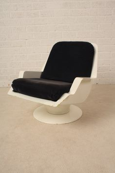 Richard Neagle; Lacquered Polyester 'Nike' Chair for the Nova Project at Disneyland, 1968.