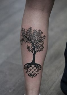 Another tree of life representation, this willow representation may possess a strong meaning of both the cycle of life and that of healing. The Celtic knot work below it suggests the continuous nature of life and the never ending cycle.