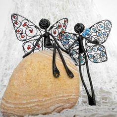 Vyznání červená dekorace zima drát plastika bílá závěs motýlek zimní drátování drátované perličky křídla mráz figurka postavička drátenictví mrazivé poletuška tvárná