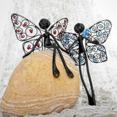 http://www.simira.cz/dekorativni-predmety/vyznani-cervena-dekorace-zima-drat-plastika-bila-zaves-motylek-zimni-dratovani-perlicky-kridla-mraz-figurka-postavicka-dratenictvi-mrazive-poletuska-tvarna-205522